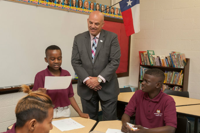 Photo of Fort Worth ISD Superintendent Kent Scribner with students from the Forest Oak Leadership Academy.