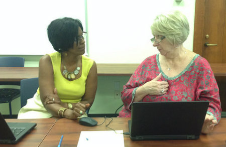 Picture of CETL Director consulting with faculty member.