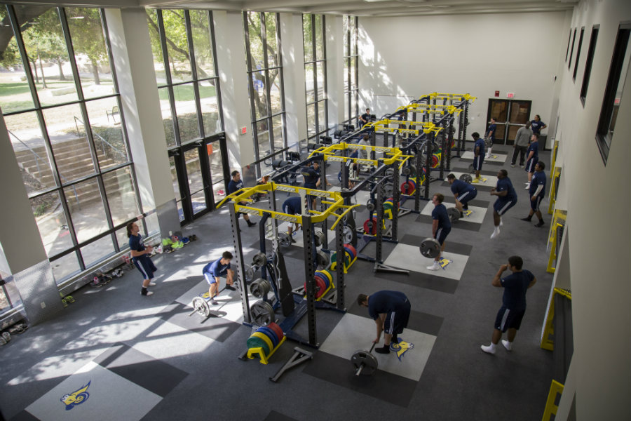 Texas Wesleyan football players use new athletic weight room