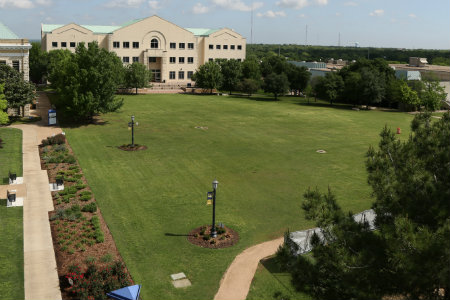 Photo of Texas Wesleyan's campus mall