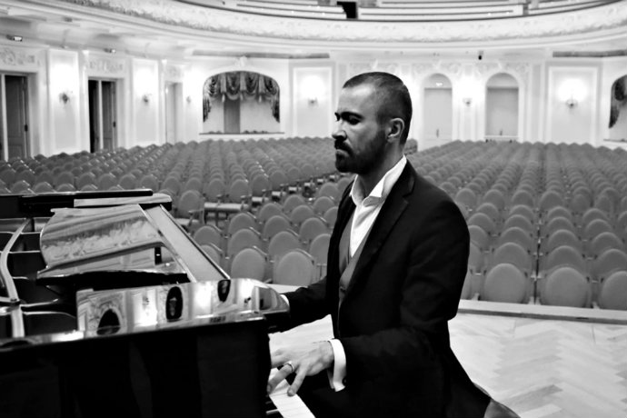 Photo of pianist Pavel Nersessian