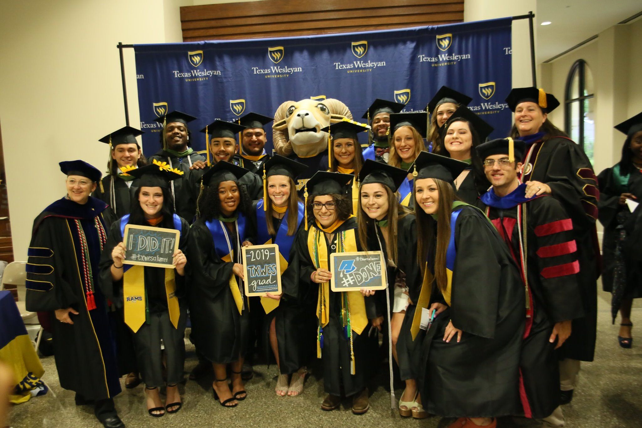 Photo of students taken at the Texas Wesleyan spring 2019